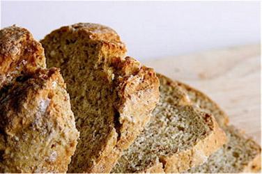 Á TABLE : Mettre la main à la pâte faire du pain irlandais.